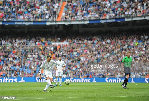 Cristiano Ronaldo of Real Madrid takes a free kick during the La Liga match between Real Madrid and Eibar at Estadio Santiago Bernabeu on April 11...