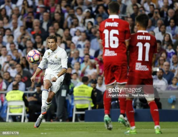 Cristiano Ronaldo of Real Madrid takes a free kick during the La Liga match between Real Madrid and Sevilla FC at Estadio Santiago Bernabeu on May 14...