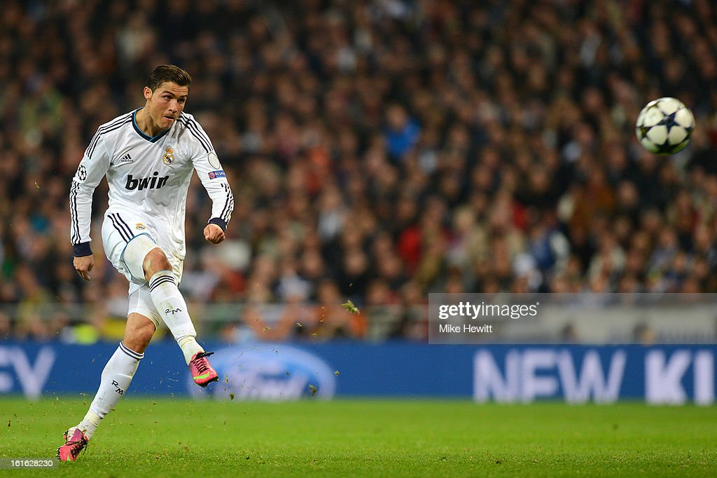 Cristiano Ronaldo of Real Madrid takes a free kick during the UEFA Champions League Round of 16 first leg match between Real Madrid and Manchester United at Estadio Santiago Bernabeu on February 13, 2013 in Madrid, Spain.