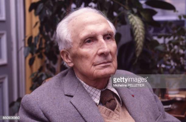 L'écrivain français Marcel Brion chez lui à Paris en 1980 France