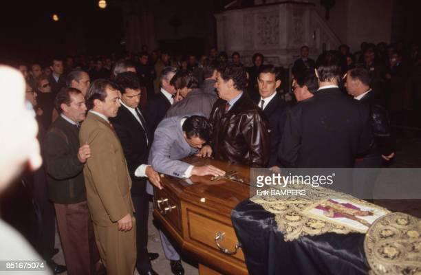 Cérémonie de funérailles à l'église à Nîmes France le 28 novembre 1992