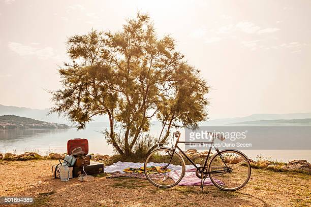 Croatia, Dalmatia, Picnic at the seaside, bike in foreground