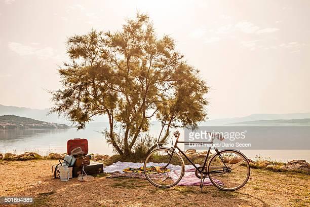 Croatia, Dalmatia, Picnic at the seaside, bike in foreground