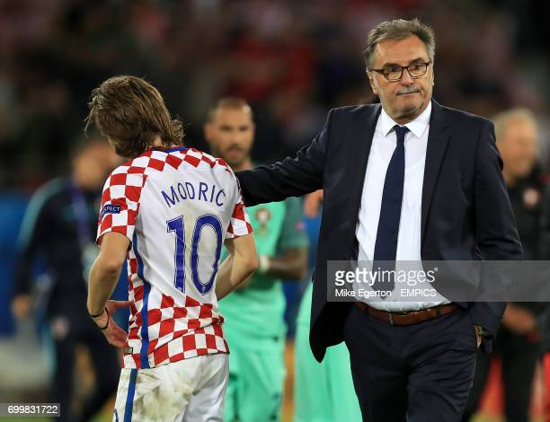 Croatia manager Pavel Vrba consoles Croatia's Luka Modric after the final whistle