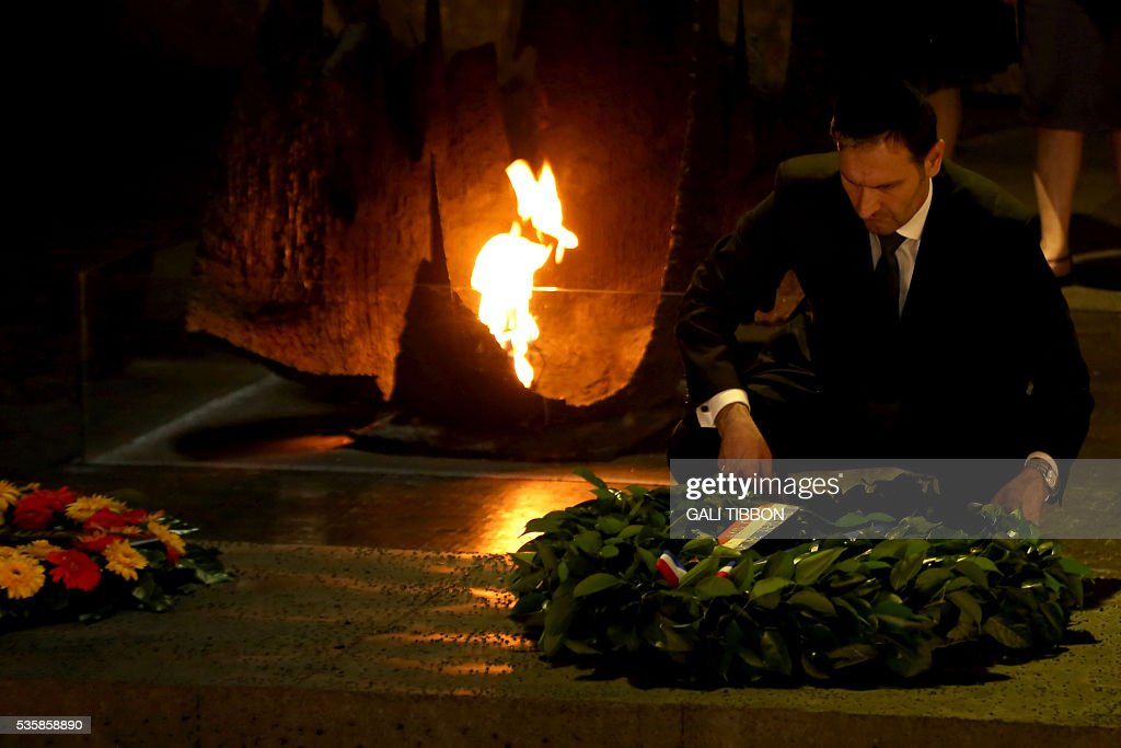 Croatian Foreign Minister Miro Kovac lays a wreath at the Hall of Remembrance on May 30, 2016 during his visit to the Yad Vashem Holocaust Memorial museum in Jerusalem commemorating the six million Jews killed by the Nazis during World War II. / AFP / GALI