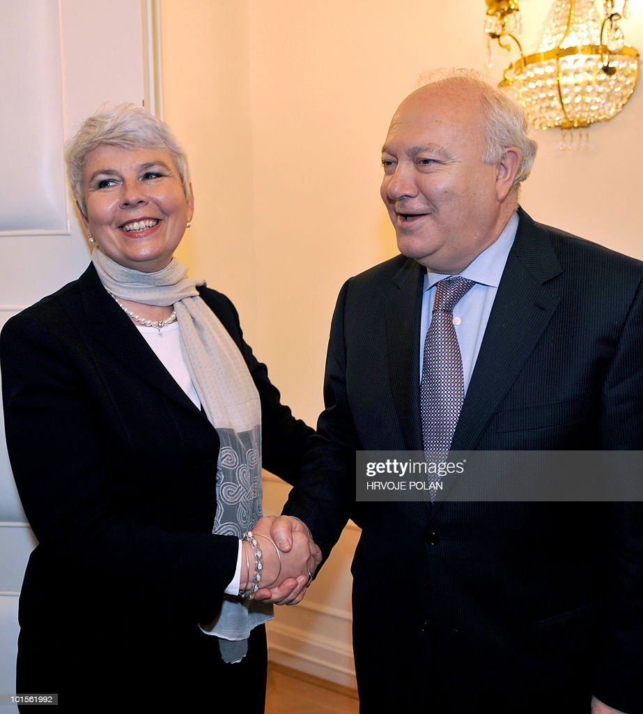 Croatian prime Minister Jadranka Kosor (L) shakes hands with Spain's Foreign Minister Miguel Angel Moratinos before convening for talks in Zagreb on June 2, 2010. Moratinos arrived for an ofiicial one-day visit to Croatia.