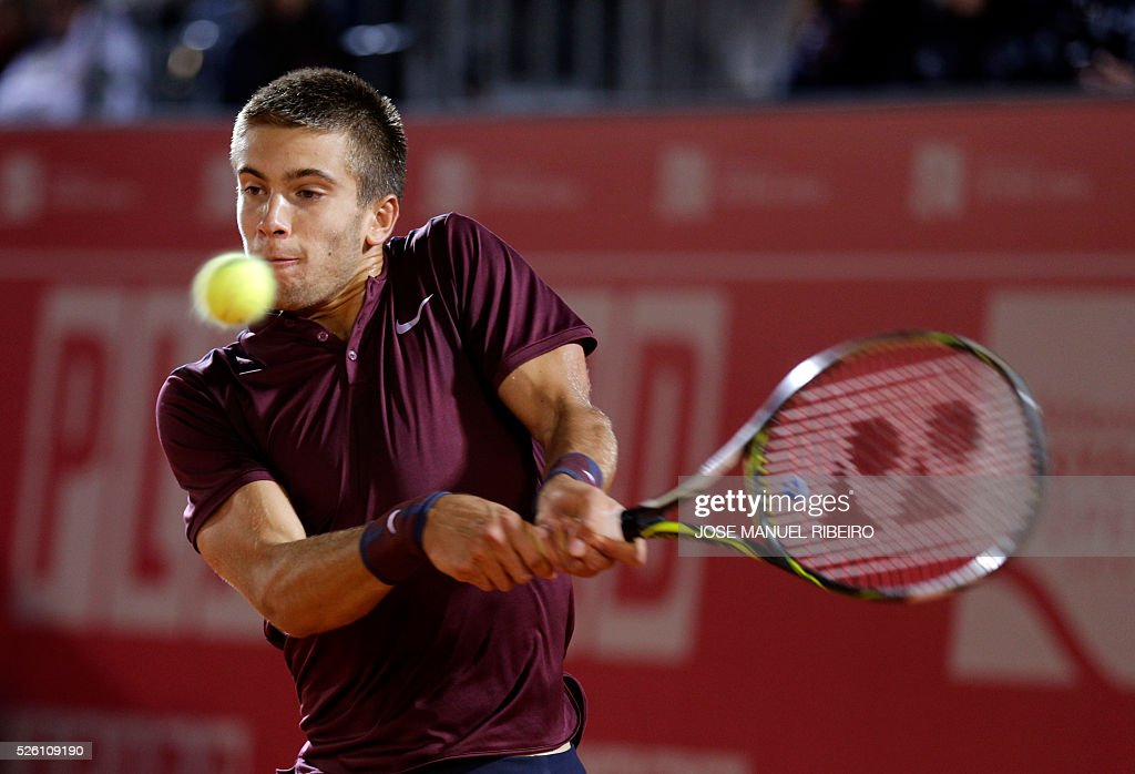 Croatian tennis player Borna Coric returns a ball to Australian player Nick Kyrgios during their quarter-final Estoril Open Tennis tournament in Estoril on April 29, 2016. / AFP / JOSE