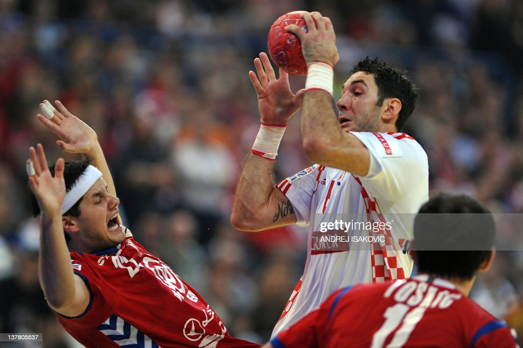 Croatia's Blazenko Lackovic (C) vies with Serbia's Alem Toskic (R) and Serbia's Bojan Beljanski during the men's EHF Euro 2012 Handball Championship semifinal match Serbia vs Croatia on January 27, 2012 at the Beogradska Arena in Belgrade.