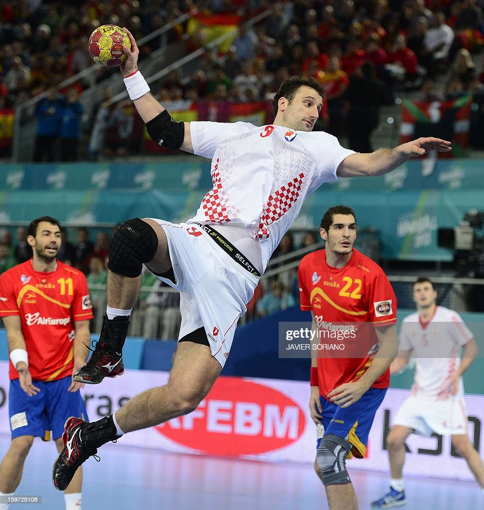 Croatia's centre back Domagoj Duvnjak shoots during the 23rd Men's Handball World Championships preliminary round Group D match Spain vs Croatia at the Caja Magica in Madrid on January 19, 2013. AFP PHOTO/ JAVIER SORIANO