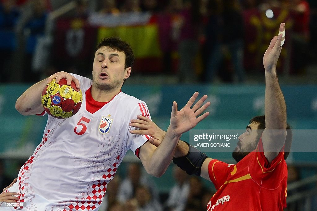Croatia's centre back Domagoj Duvnjak (L) vies with Spain's right back Jorge Maqueda during the 23rd Men's Handball World Championships preliminary round Group D match Spain vs Croatia at the Caja Magica in Madrid on January 19, 2013. Croatia won 27-25.