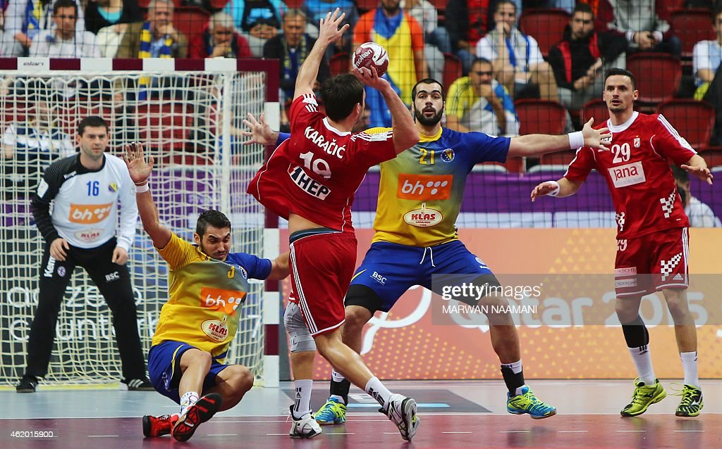 Croatia's Igor Karacic (C) tries to pass over Bosnia and Herzegovina's Vladimir Vranjes (2L) to Croatia's Ivan Nincevic during the 24th Men's Handball World Championships preliminary round Group B match between Croatia and Bosnia-Herzegovina at the Duhail Handball Sports Hall in Doha on January 23, 2015. AFP PHOTO / MARWAN NAAMANI