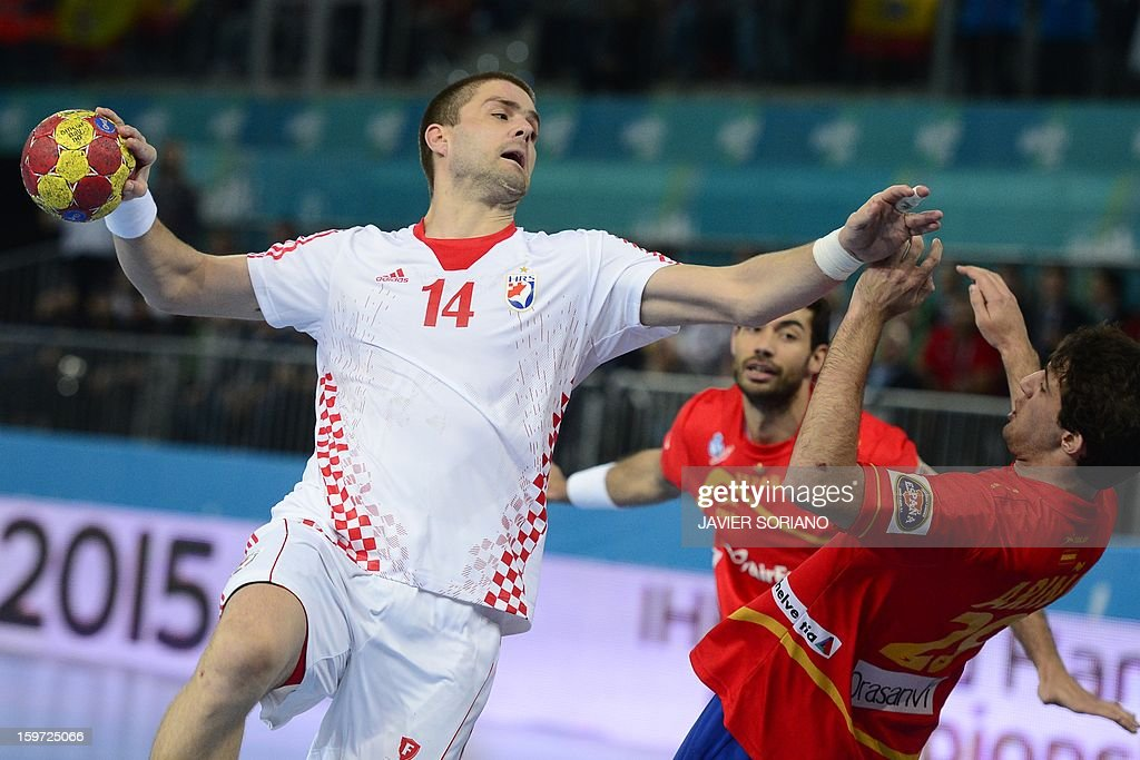 Croatia's left back Drago Vukovic (L) vies with Spain's left wing Aitor Arino during the 23rd Men's Handball World Championships preliminary round Group D match Spain vs Croatia at the Caja Magica in Madrid on January 19, 2013.