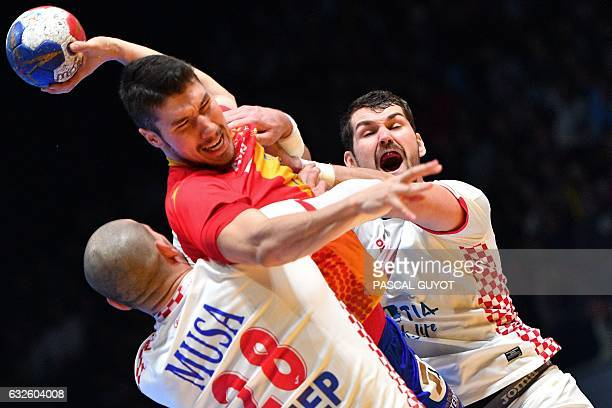 TOPSHOT Croatia's left back Jakov Gojun and Croatia's pivot Zeljko Musa defend against Spain's right back Alex Dujshebaev during the 25th IHF Men's...