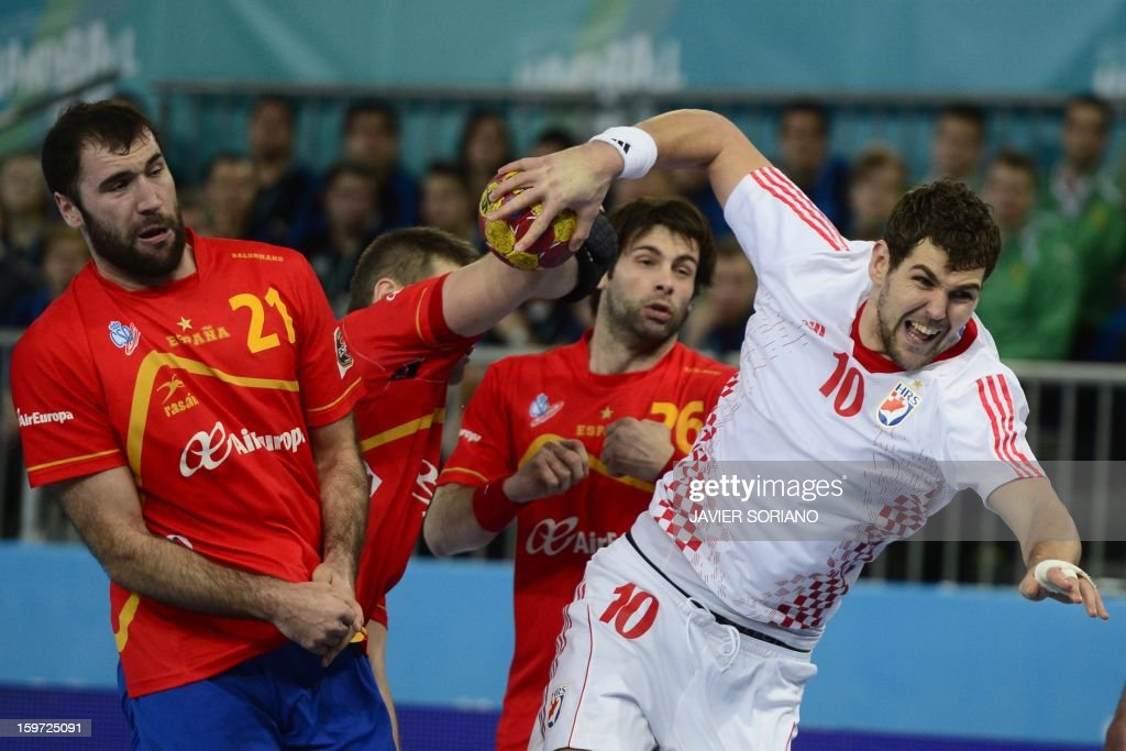 Croatia's left back Jakov Gojun (R) vies with Spain's right back Jorge Maqueda during the 23rd Men's Handball World Championships preliminary round Group D match Spain vs Croatia at the Caja Magica in Madrid on January 19, 2013.