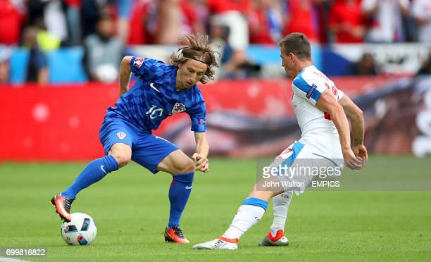 Croatia's Luka Modric and Czech Republic's Vladimir Darida battle for the ball