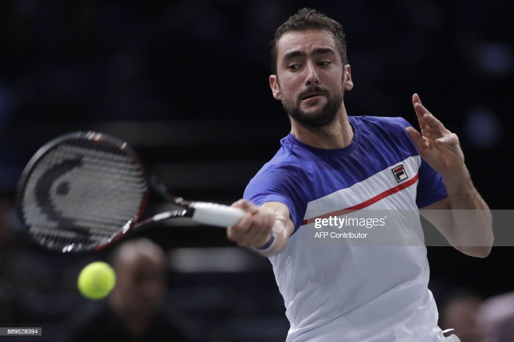 Croatia's Marin Cilic returns the ball to Spain's Roberto Bautista Agut during the 1/8 round at the ATP World Tour Masters 1000 indoor tennis tournament on November 2, 2017 in Paris. / AFP PHOTO / Thomas SAMSON