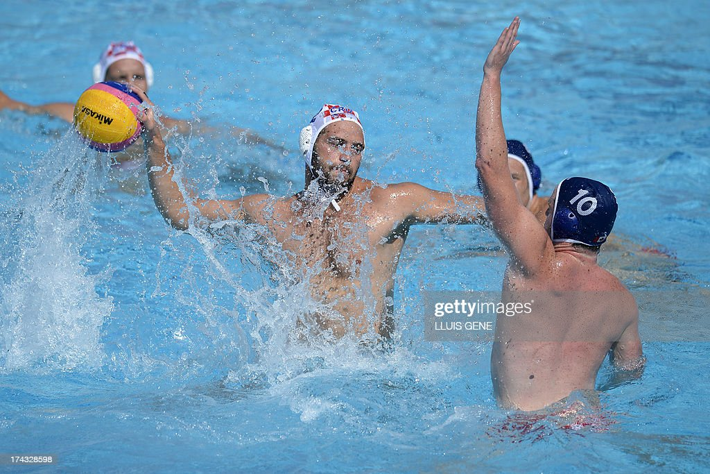 Croatia's Paulo Obradovic (L) vies with Canada's John Conway (R) during the preliminary round match of the men's water polo competition between Croatia and Canada at the FINA World Championships at the Bernat Picornell swimming pool in Barcelona on July 24, 2013.