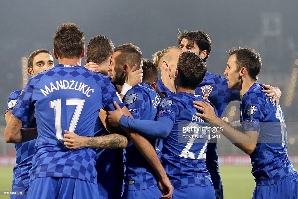 Croatia's players celebrate after scoring during the World Cup 2018 qualifying football match between Kosovo and Croatia at Loro Borici Stadium in Shkoder on October 6, 2016. / AFP / GENT
