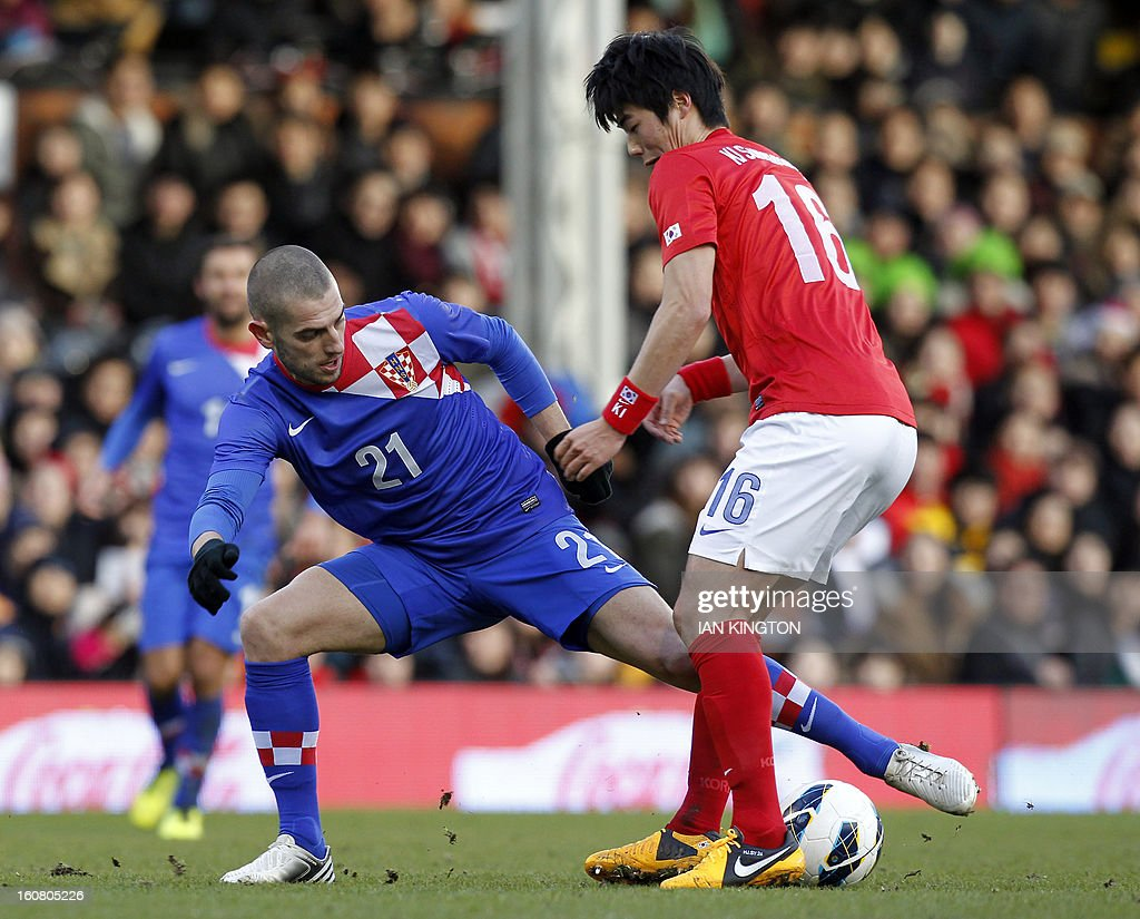 Croatia's striker Mladen Petric (L) vies with South Korea's midfielder Ki Sung-Yueng (R) during the International friendly football match between South Korea and Croatia at Craven Cottage stadium in London on February 6, 2013 . AFP PHOTO/IAN KINGTON