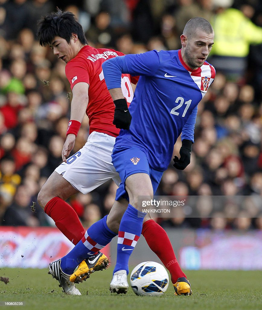 Croatia's striker Mladen Petric (R) vies with South Korea's midfielder Ki Sung-Yueng (L) during the International friendly football match between South Korea and Croatia at Craven Cottage stadium in London on February 6, 2013 .
