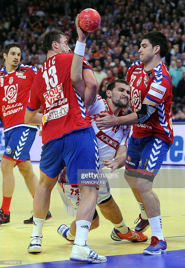 Croatia's Zeljko Musa (C) vies with Serbia's Momir Ilic (L) and Serbia's Nenad Vuckovic during the men's EHF Euro 2012 Handball Championship semifinal match Serbia vs Croatia on January 27, 2012 at the Beogradska Arena in Belgrade.