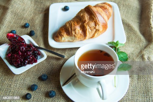 Croissant do pequeno-almoço : Foto de stock