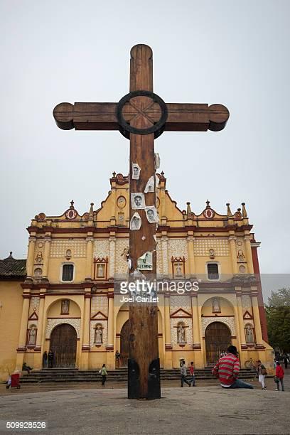 Croix et la cathédrale de San Cristobal, Chiapas, au Mexique