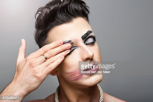 Man wearing makeup 2017