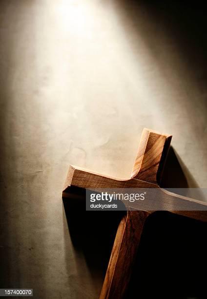 Kreuz auf dem Grunge Hintergrund