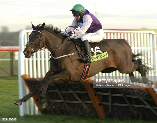 Crossbow Creek ridden by Jim Crowley jumps the last before going on to win