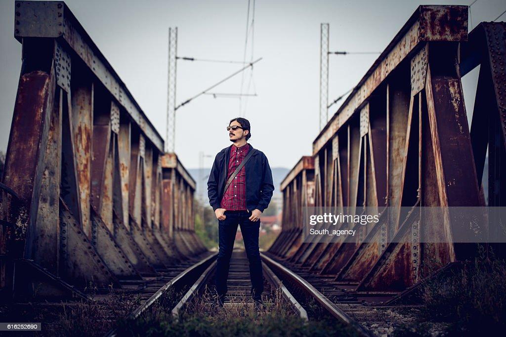 Cruzar el puente : Foto de stock