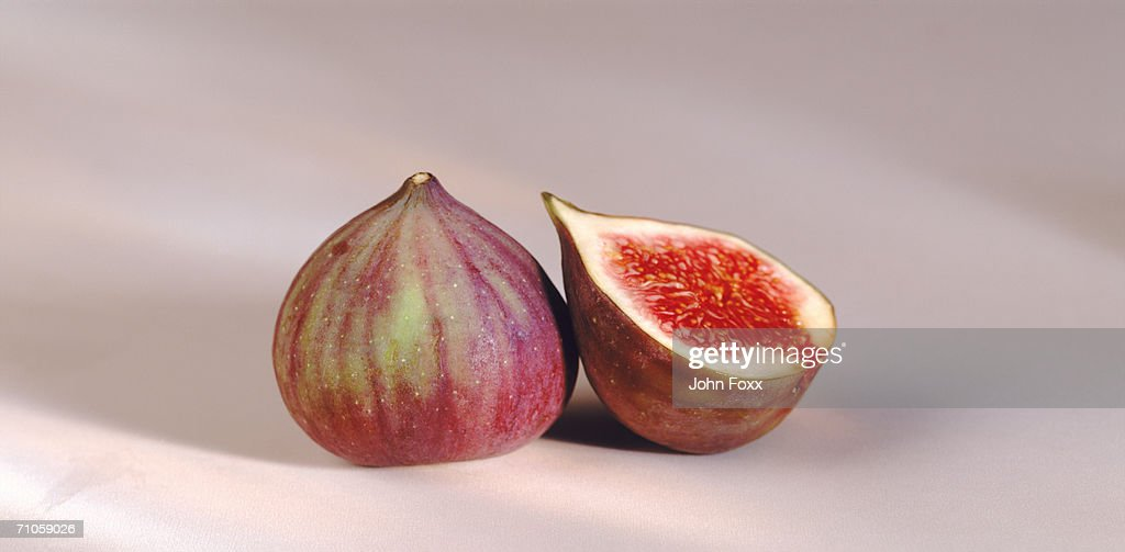 Cross-section of fig by whole fig, close-up : Stock Photo