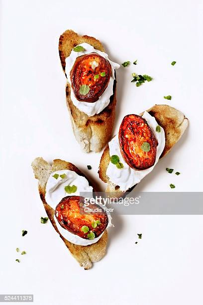 Crostini with roasted tomatoes