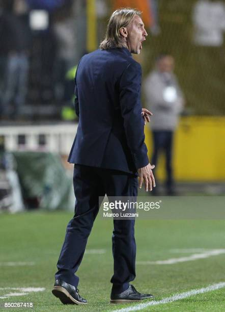 Crotone coach Davide Nicola shouts to his players during the Serie A match between Atalanta BC and FC Crotone at Stadio Atleti Azzurri d'Italia on...