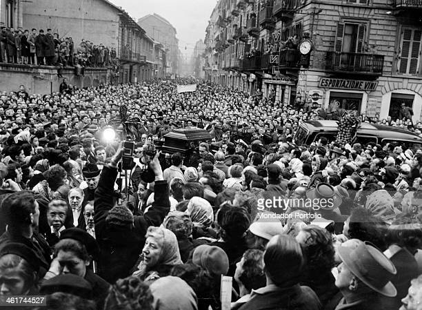 Crowd around the coffin of Fred Buscaglione Italian songwriter and actor killed in a car accident at 38 years of age at the funeral many...