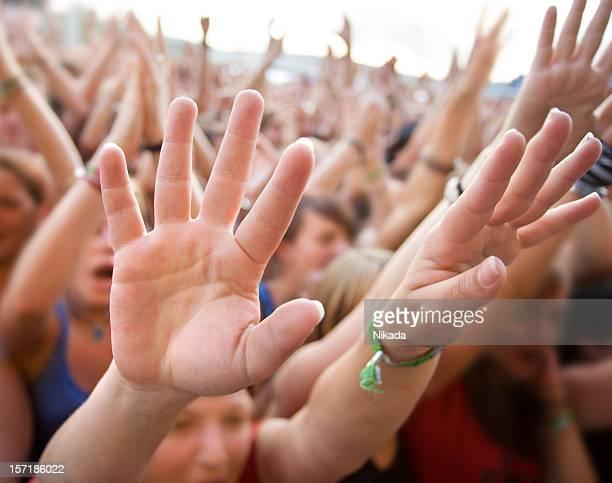 Multidão em um concerto de rock