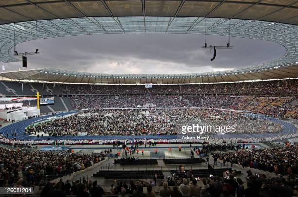 A crowd cheers as Pope Benedict XVI arrives in his Popemobile at the Olympiastadion stadium where he prepared to give a Catholic mass for 70000...