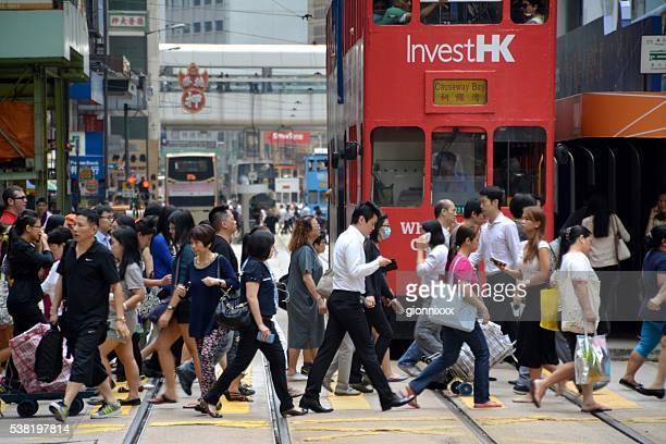 Menschenmenge Überqueren der Straße in Hongkong in Central