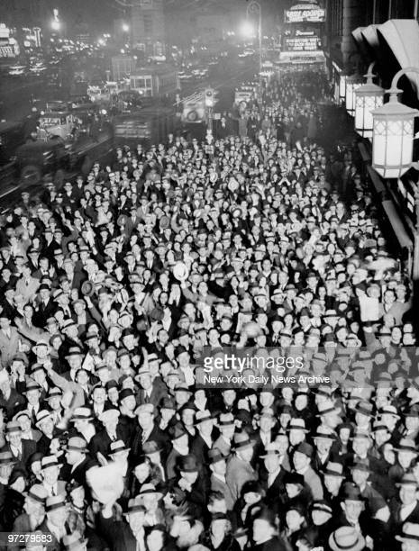 Crowd fills Times Square to celebrate the repeal of the Eighteenth Amendment ending Prohibition