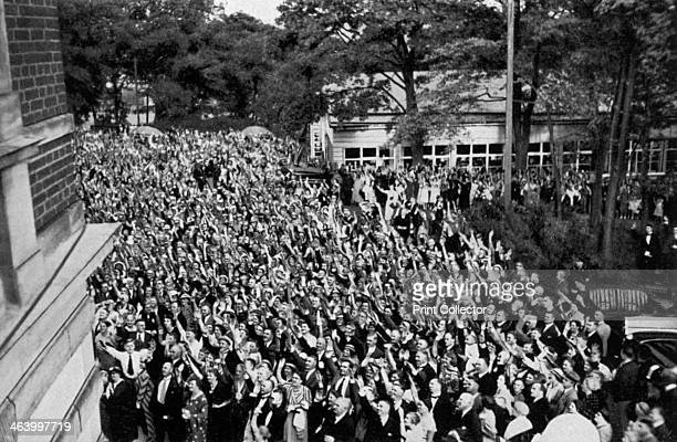 A crowd gathered beneath Adolf Hitler's window Bayreuth Germany 1936 The crowd saluting Hitler who was attending the annual Bayreuth Festival at...