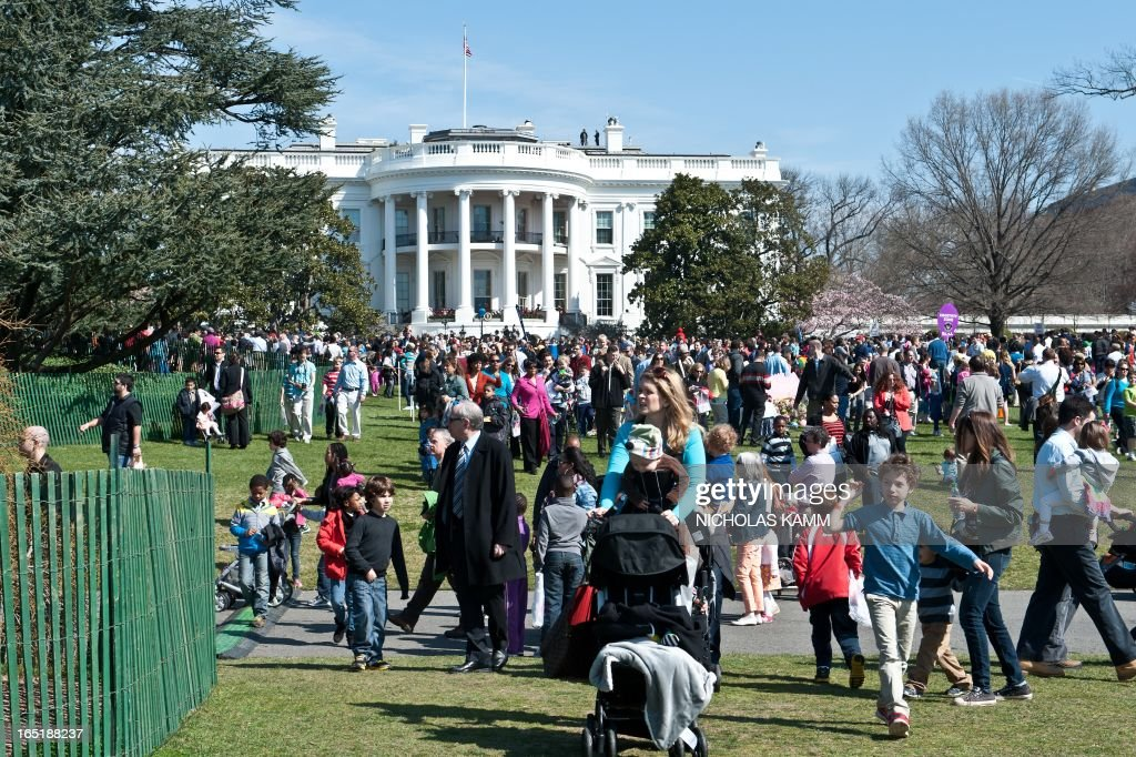 A crowd gathers on the South Lawn during the annual White House Easter Egg Roll in Washington on April 1, 2013. AFP PHOTO/Nicholas KAMM