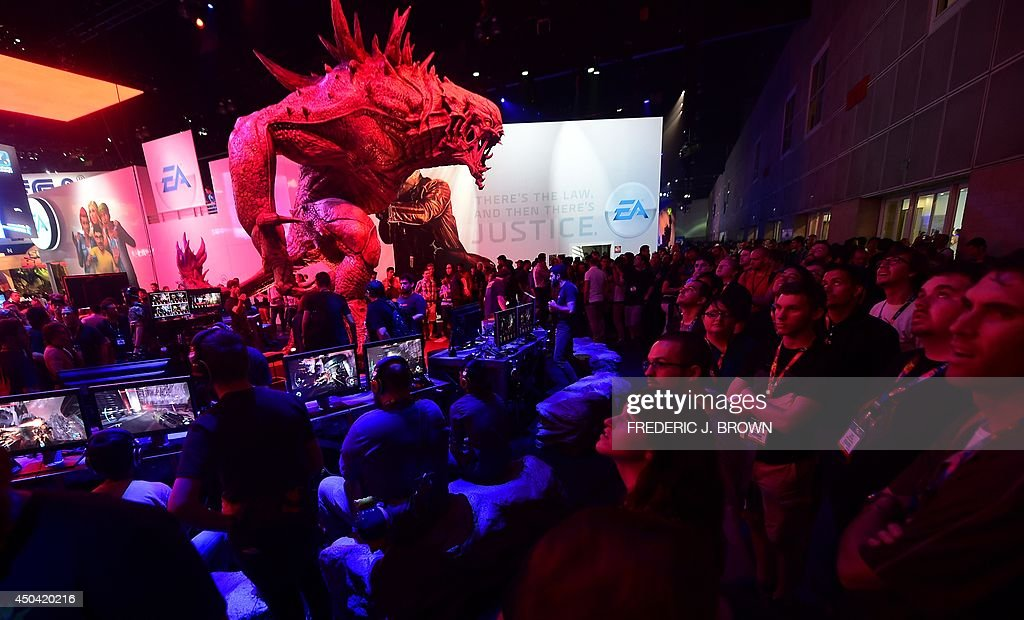 A crowd gathers to watch as gaming fans play 'Evolve' on Playstation at the annual E3 video game extravaganza in Los Angeles California on June 10...