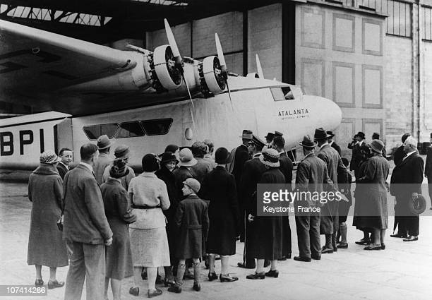 Crowd Interested By Atlanta Monoplane In England On September 19Th 1932