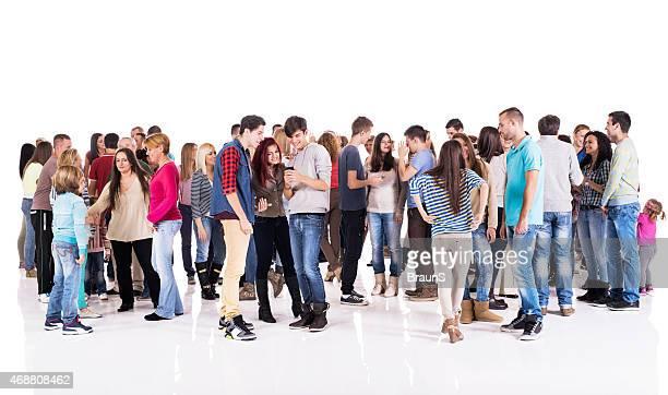 Gruppe von glücklichen Menschen isoliert auf weiß.