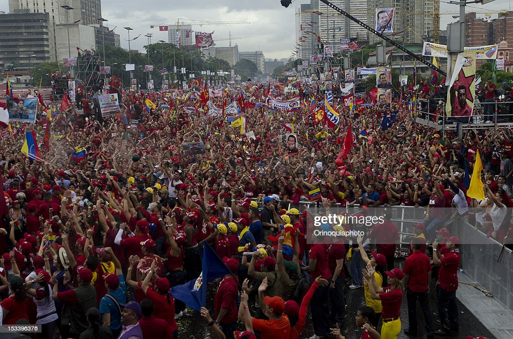 A crowd of more than 500 thousand people during the closing rally of the Venezuelan president Hugo Chavez´s campaign at Bolivar avenue on October 04, 2012 in Caracas, Venezuela. Chavez will compete for the presidency with the opposition candidate Henrique Capriles in elections to be held next October 7.