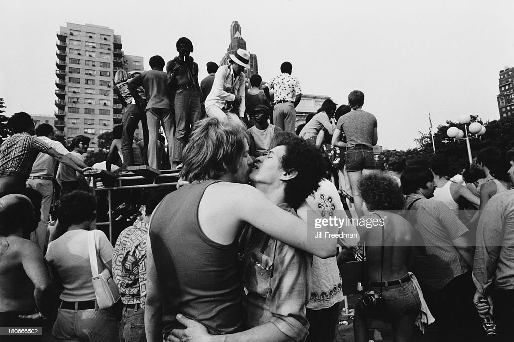 A crowd of spectators gathers in Washington Square Park, Greenwich Village, New York City, circa 1976.