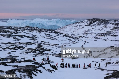 Crowd treks to see sunrise in Ilulissat, Greenland