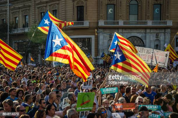 A crowd under proindependence banners in the rally of Paseo de Gracia About 450000 people have been focused to support the Government and the Catalan...