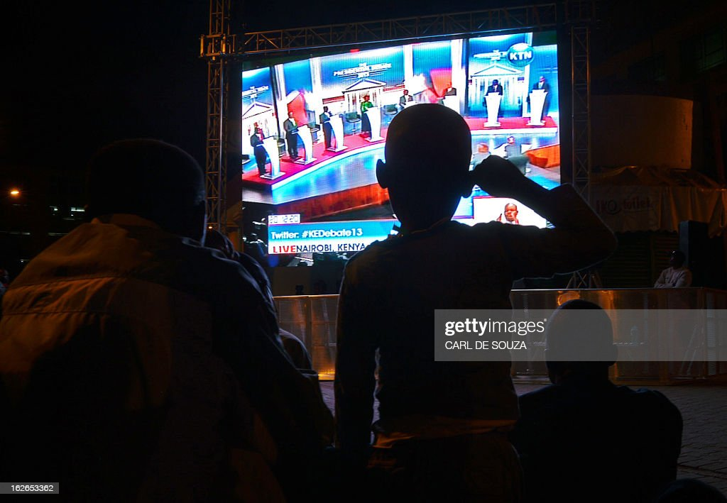 A crowd watches the second and last televised debate for the 2013 Kenya elections on a large screen in Central Nairobi on February 25, 2013. Kenyans will vote for a new leader on March 4, 2013. AFP PHOTO/Carl de Souza