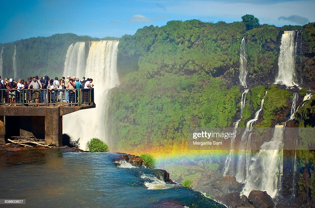 Crowd watching rainbow over iguazu falls : Foto de stock